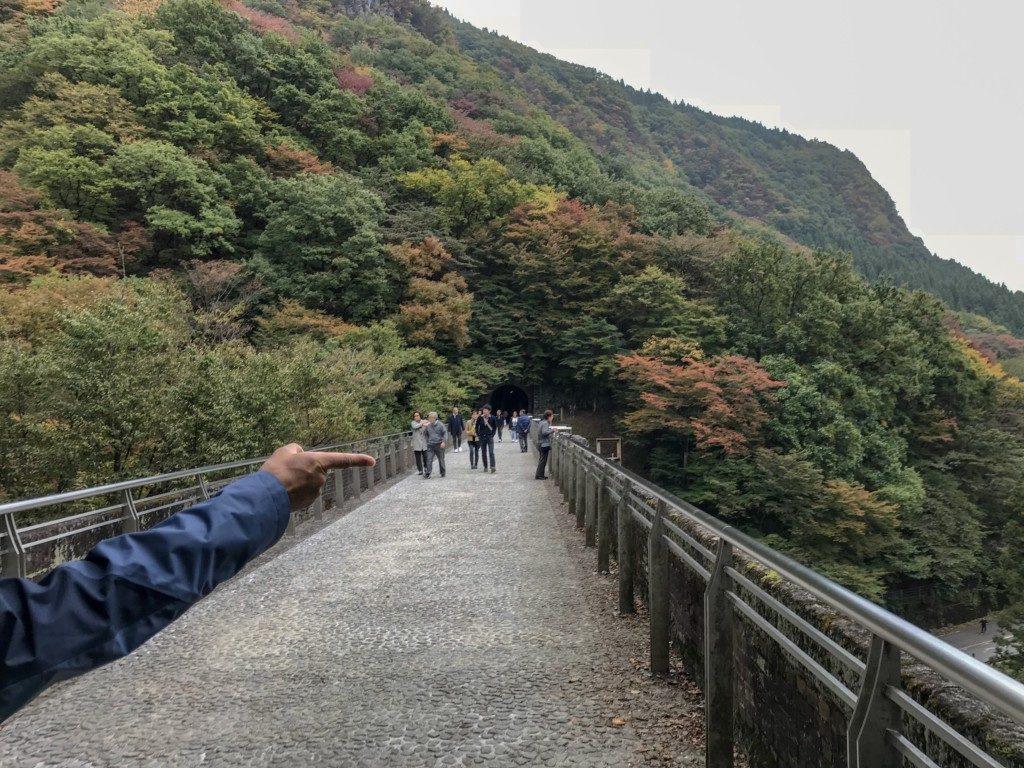 めがね橋の橋の上の写真